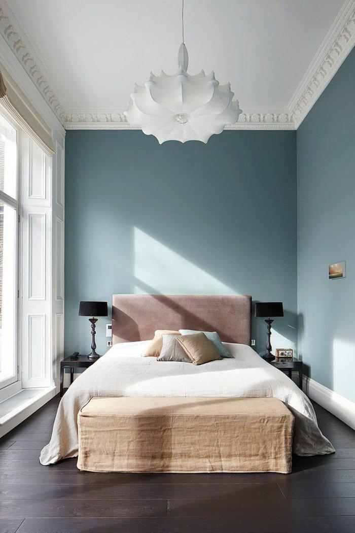 белая люстра в интерьере спальни фото