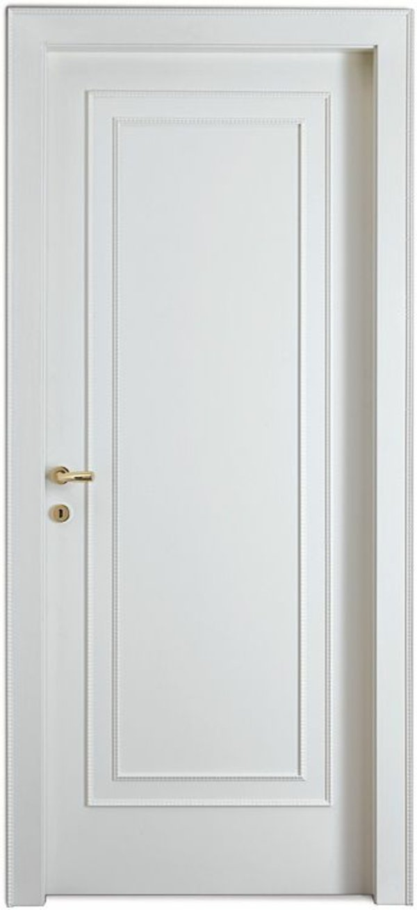 белая межкомнатная дверь с золотой ручкой фото