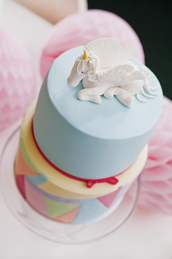декор оформление детского праздника фото в стиле принцесса единорог торт идея