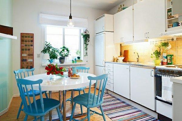 деревянные стулья обеденные для кухни фото голубые