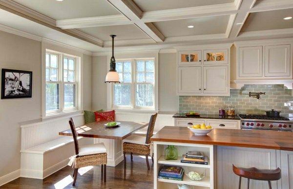 деревянные стулья обеденные для кухни фото с белым уголком