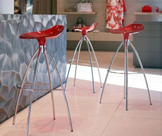 красные барные стулья для кухни фото пластиковые