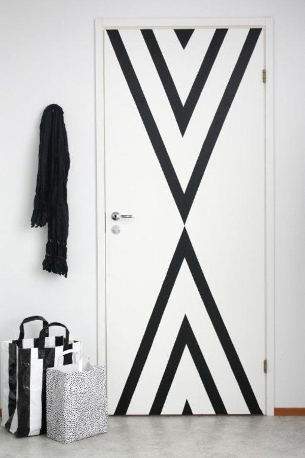 межкомнатная дверь украсить своими руками фото черный узор