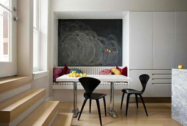 пластиковые стулья обеденные для кухни фото черные с необычной спинкой