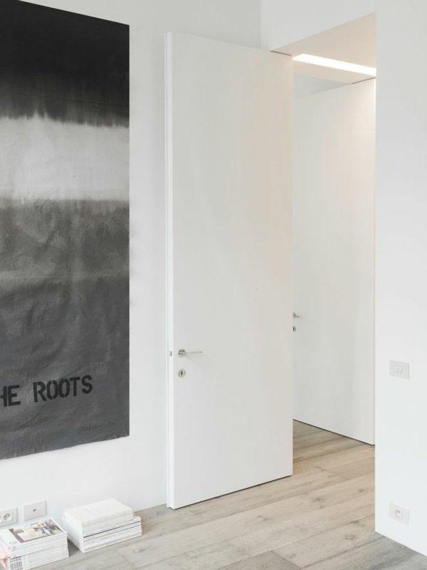 простая белая межкомнатная дверь фото минимализм
