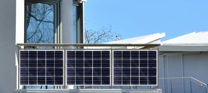 вертикальная солнечная батарея на балконе