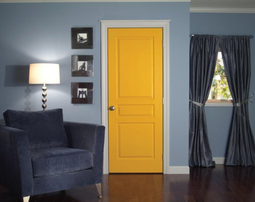 желтая межкомнатная дверь фото яркий элемент