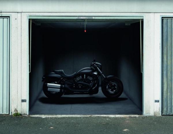 3D наклейки на ворота гаражные идеи фото черный мотоцикл