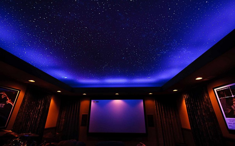 Звездное небо на потолке фото домашнего кинотеатра