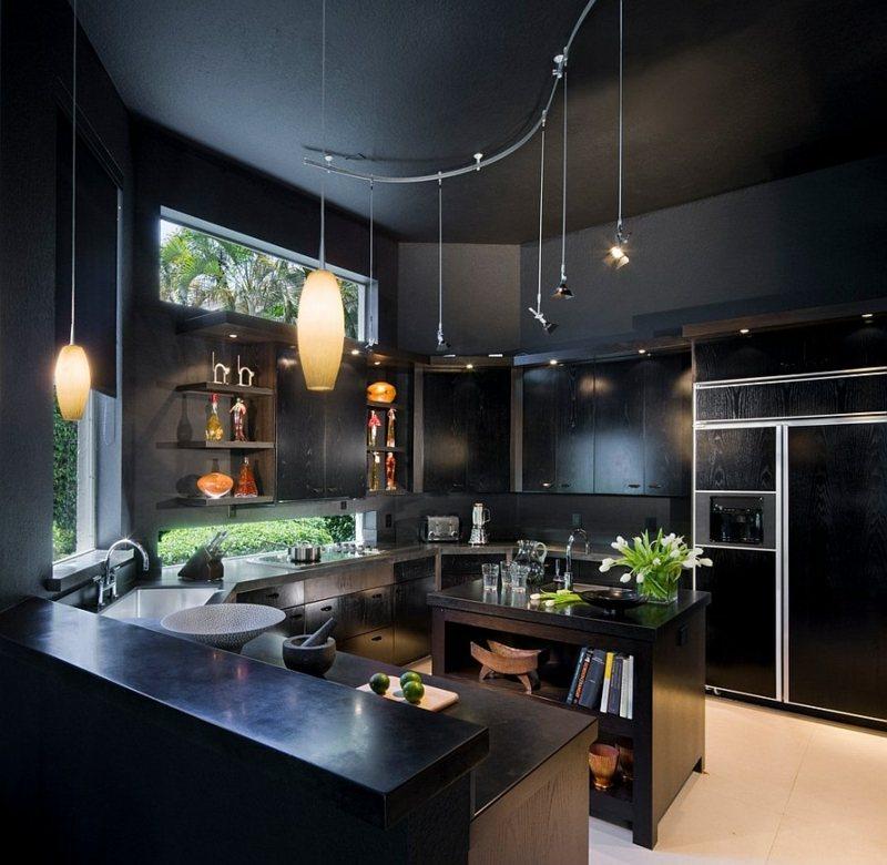 дизайн черной кухни фото интерьер черные стены белый пол