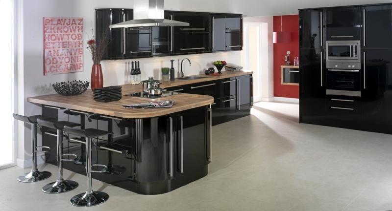 дизайн черной кухни фото интерьер глянец ретро деревянная столешница