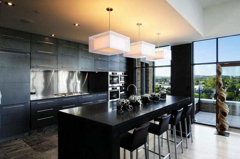 дизайн черной кухни фото интерьер стены белый квадратный абажур
