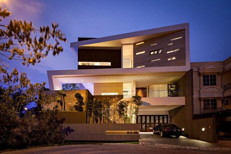 дом премиум класса дизайн фото ассиметричный фасад ночное освещение