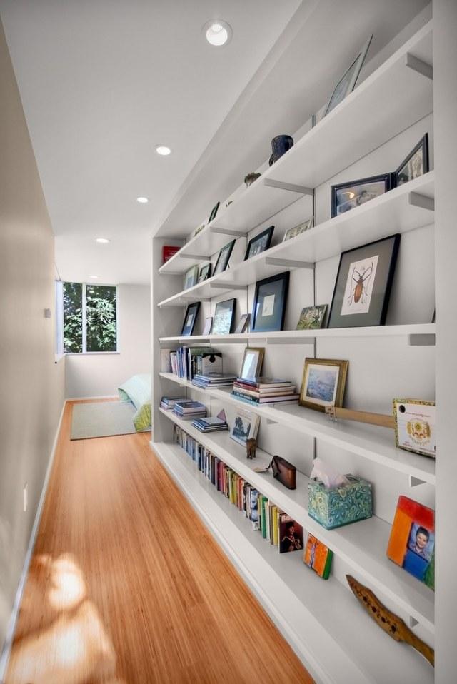 идеи дизайна коридора фото библиотека полки крашеные стены