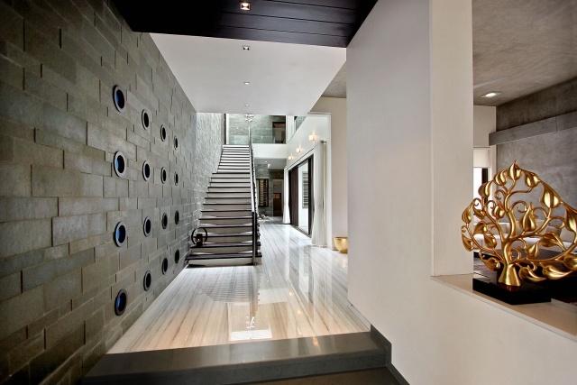 идеи дизайна коридора фото дизайнерская отделка стен плитка