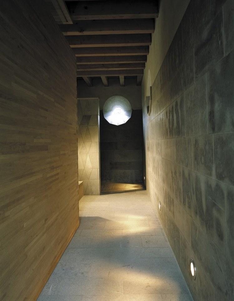 идеи дизайна коридора фото минимализм камень отделка стен