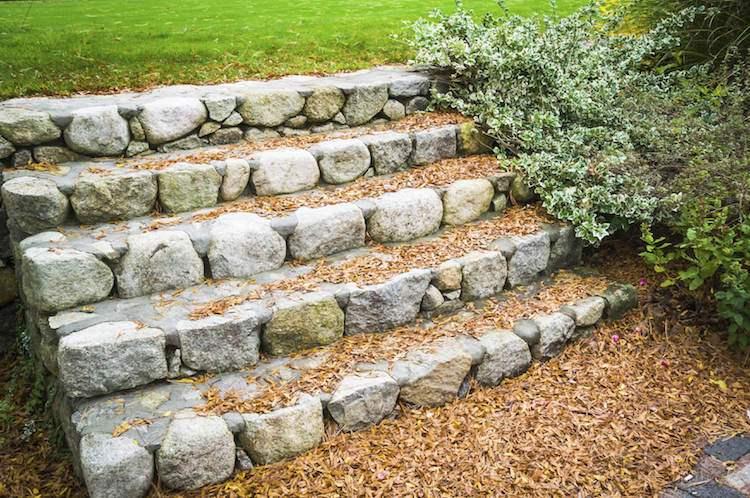 идея садовой лестницы своими руками из камней