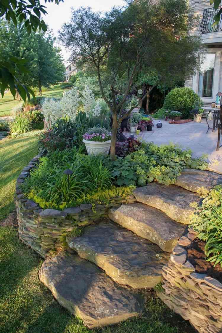 идея садовой лестницы своими руками из натурального камня клумба