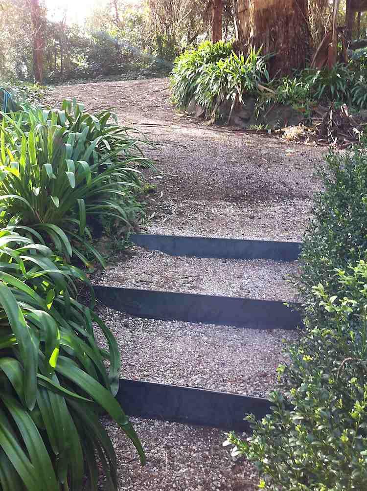 идея садовой лестницы своими руками из стали и земли
