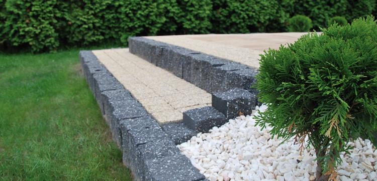 идея садовой лестницы своими руками камень гравий газон