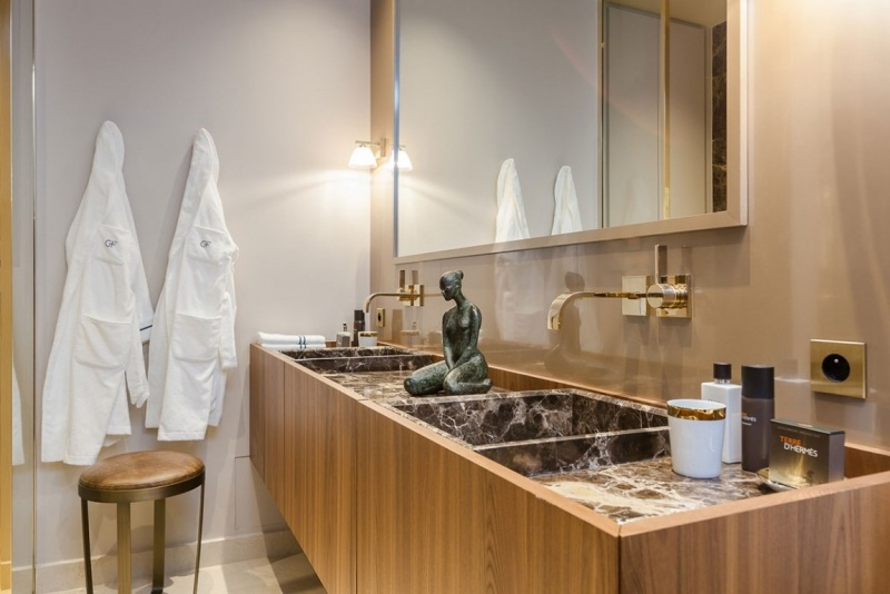 современная ванная элементы барокко фото гранит дерево