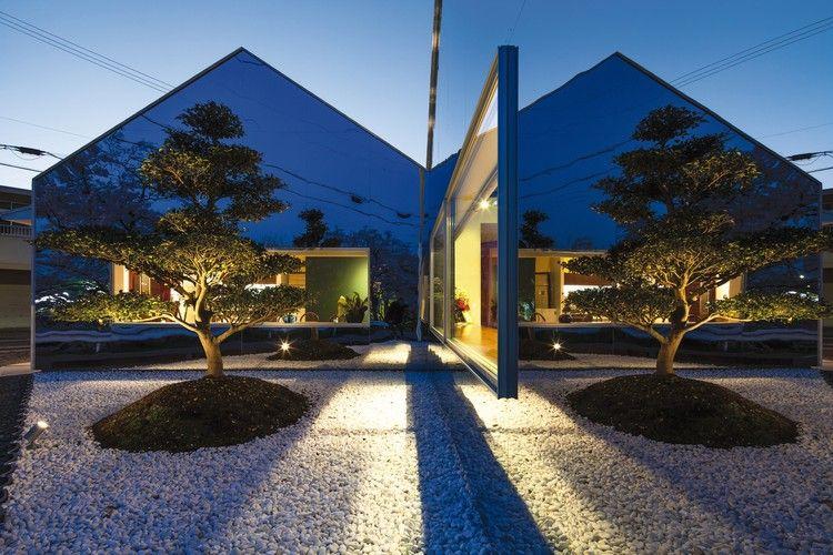 современный фасад зеркальный фото дерево отражение