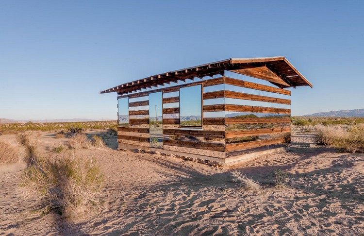 современный фасад зеркальный фото домик в пустыне калифорнии