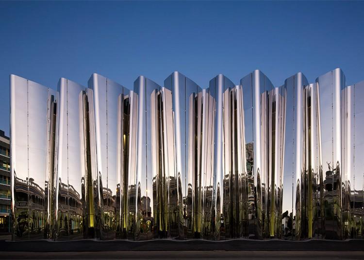 современный фасад зеркальный фото музей в новой зеландии