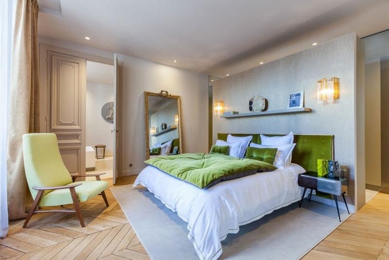 спальня в стиле современное барокко фото зеркало кресло бархат париж