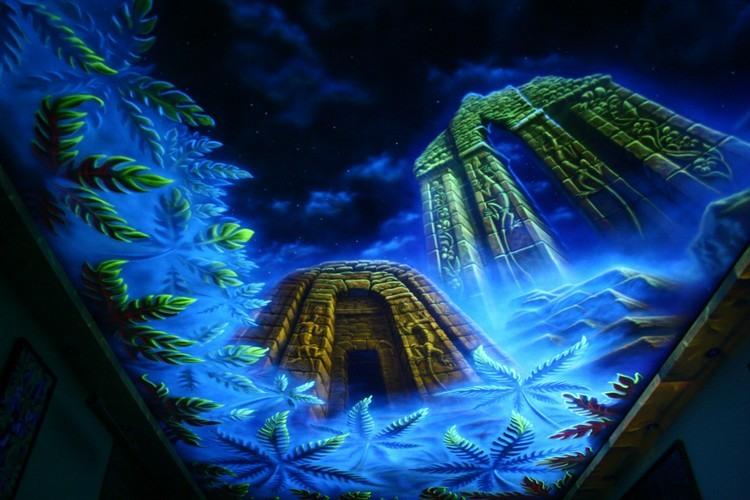светящиеся картинки на потолке фото храм в джунглях