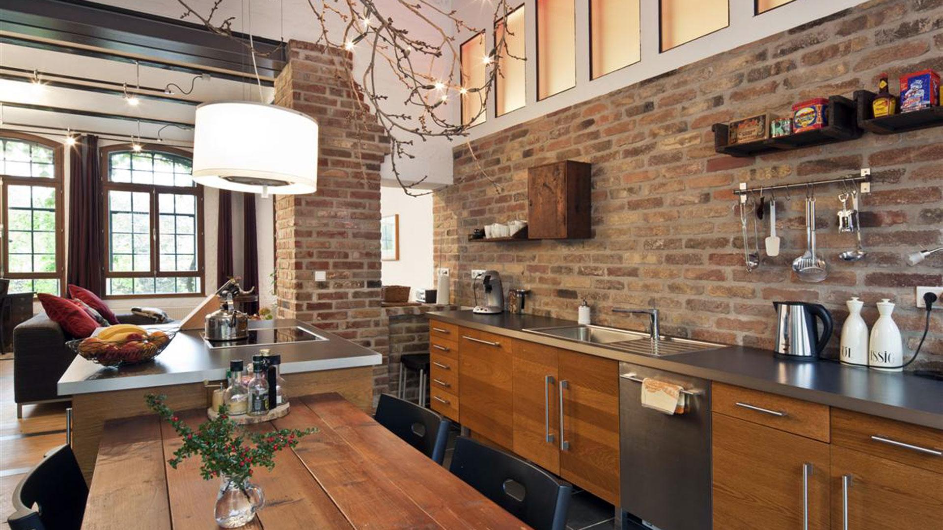 кухня в стиле лофт фото дизайн интерьера дерево сталь кирпич