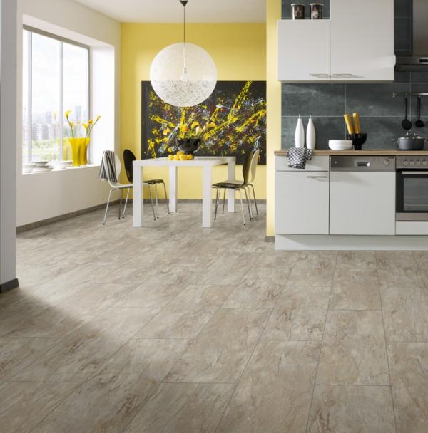 серый ламинат в интерьере кухни под плитку фото желтая стена