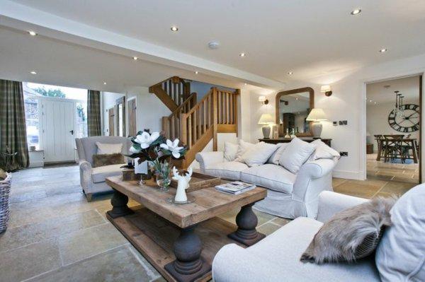 современный кантри стиль в гостиной фото белые диваны дерево