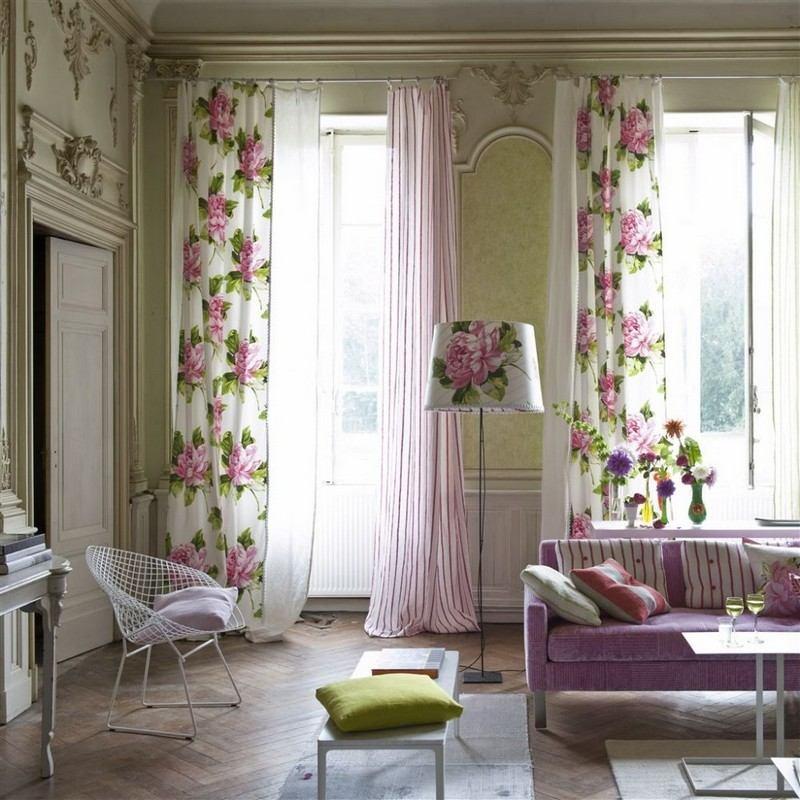 стиль шебби шик в интерьере гостиной фото диван шторы цветочные