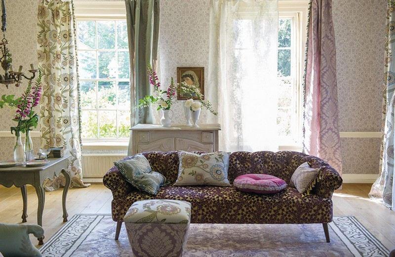 стиль шебби шик в интерьере гостиной фото старинный диван разные шторы