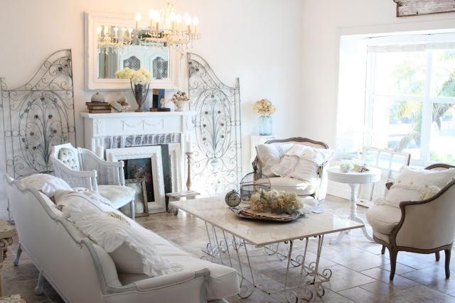 стиль шебби шик в интерьере гостиной комнаты фото железная мебель аксессуары декор
