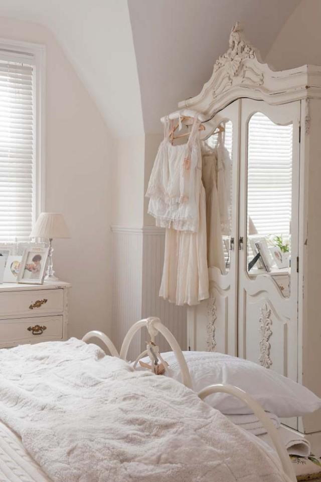 стиль шебби шик в интерьере спальни фото комнаты металлическая кровать аксессуары