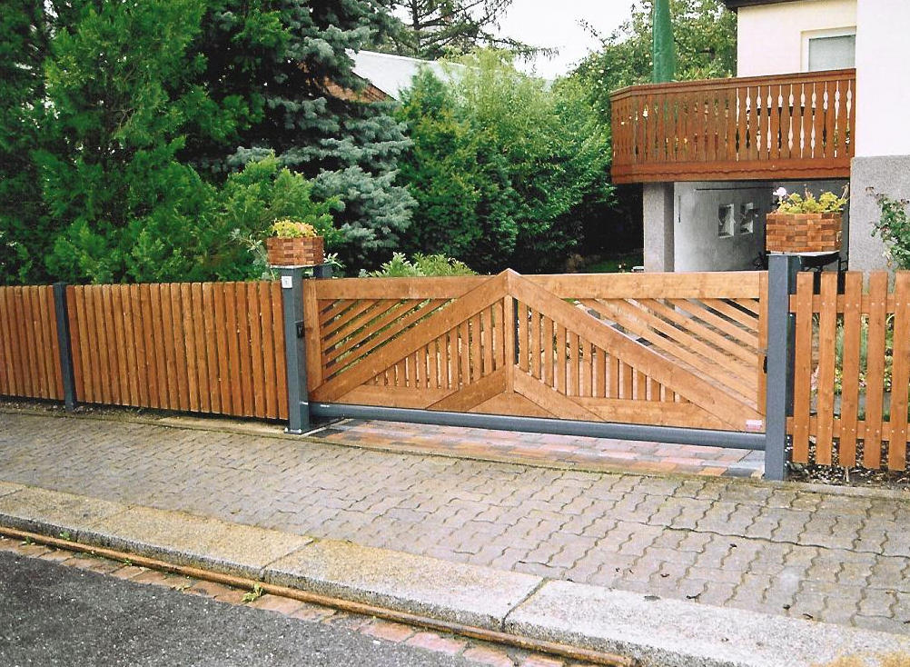 деревянные откатные ворота фото на металлической основе