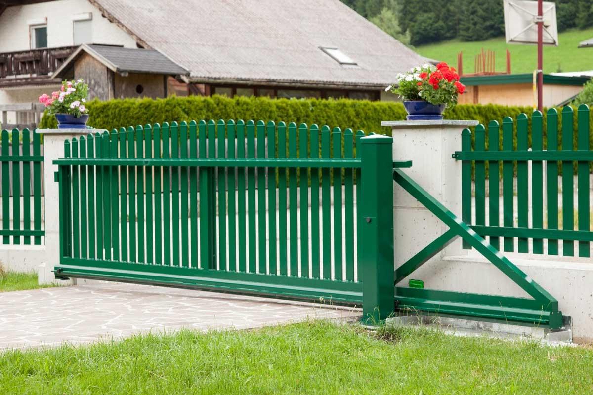 деревянные зеленые откатные ворота фото