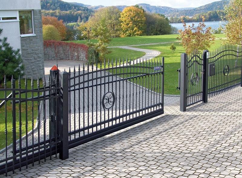 красивые металлические откатные ворота фото черные частный дом
