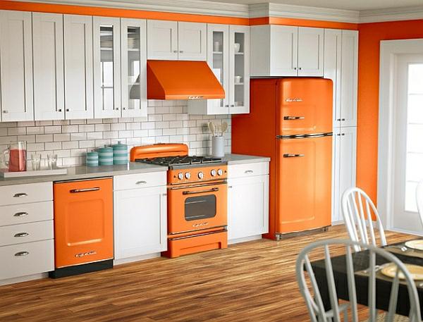 retro-kuche-orange-kuchentechnik-kuhlschrank-herd-abzugshaube