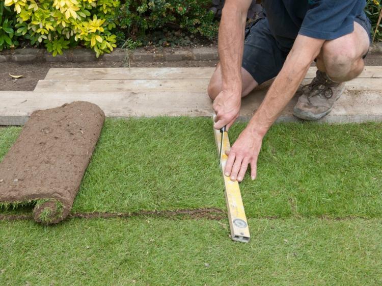 как укладывать рулонный газон своими руками фото
