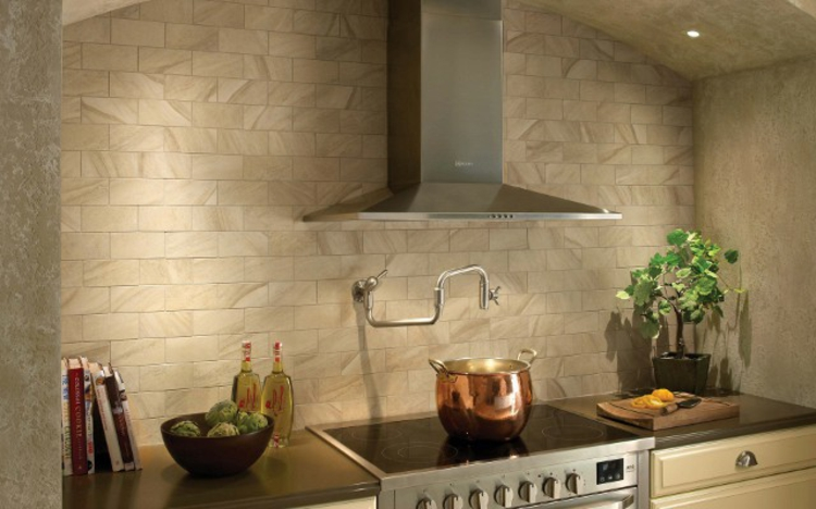 Фото керамогранита на стенах в интерьере кухни