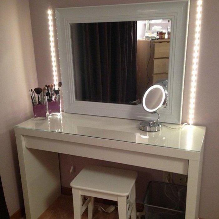Белый глянцевый туалетный столик с подсветкой