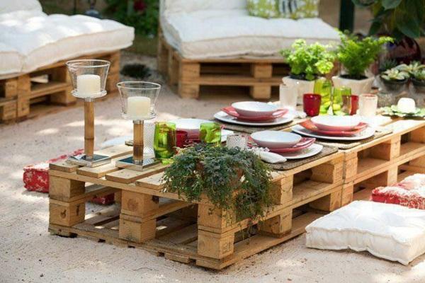Уютная садовая мебель из поддонов