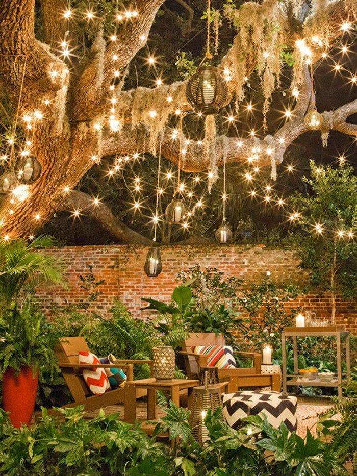 Красивое освещение загородного участка фото