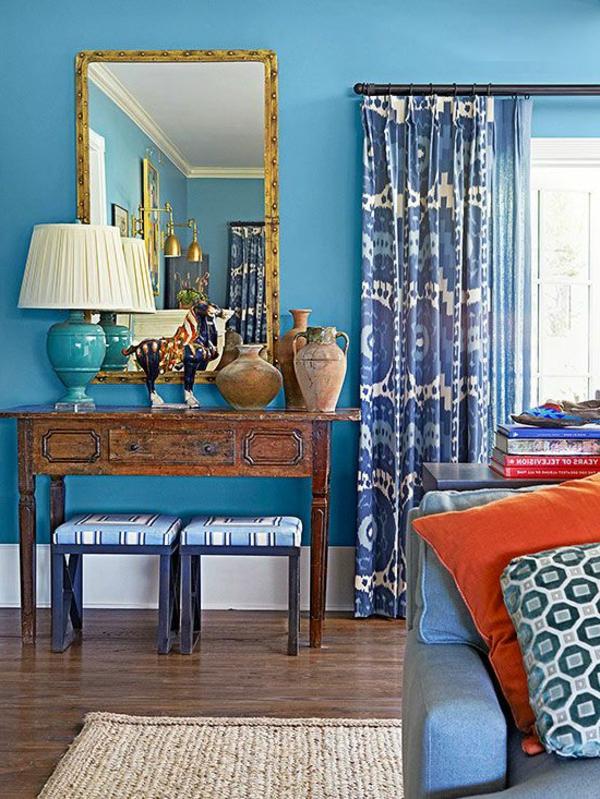 blaue-farbtöne-blaue-wohnzimmer-wandgestaltung-gardinen