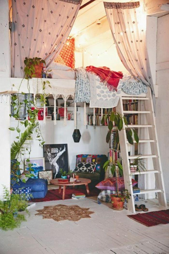 Двухъярусная кровать для взрослых для маленькой квартиры