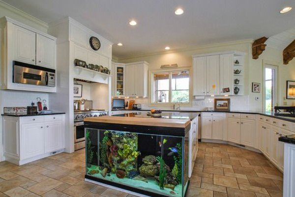 Фото встроенного аквариума
