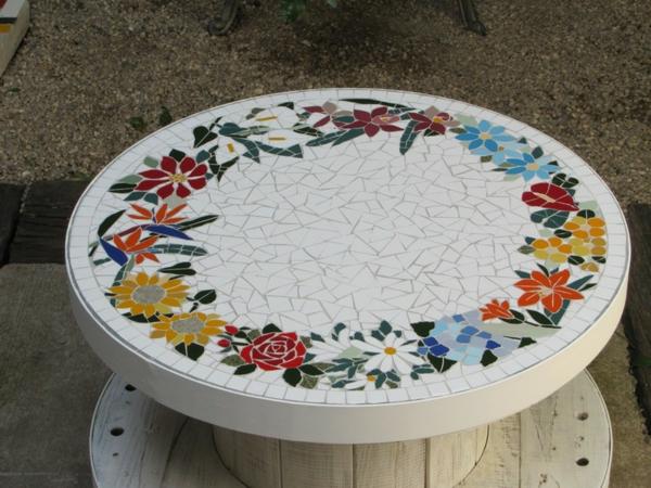 schöner-mosaik-tisch-wunderschöne-ornamente